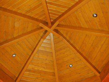 Holz-Dach von innen