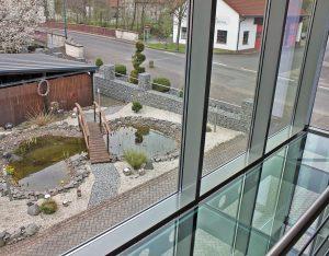 Wintergarten mit begehbarem Glasboden